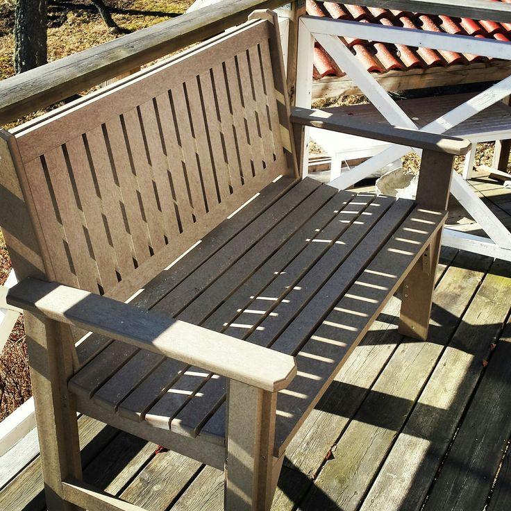Garden Honey Bench perfekt för trädgården. Tål att stå ute hela året. Finns i 16 kulörer.  #soffa #trädgård #uteliv #lantliv #bänkar #utemöbler #gården