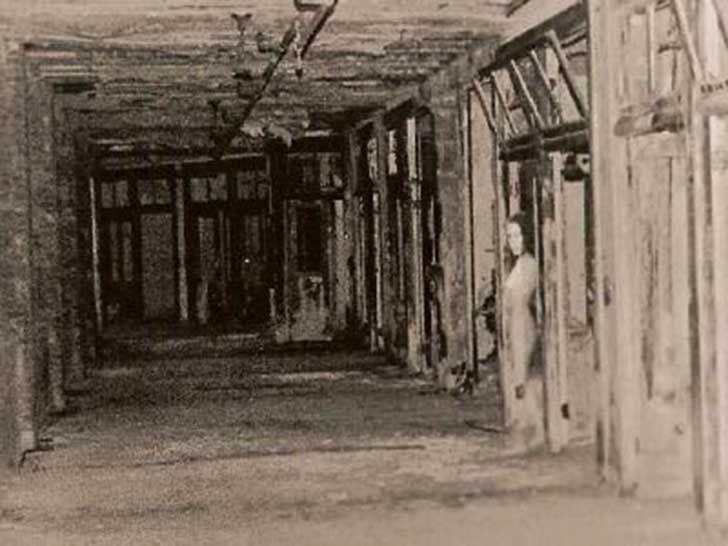 Una mujer en un hospital abandonado de Waverly, Kentucky
