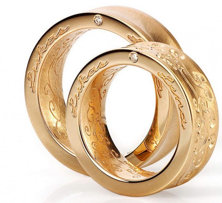 Trauringe Johann Kaiser mit Seitengravur Wunderschöner Trauringe! Diese Ringe können von außen ganz nach ihren Wünschen graviert werden by Verlobungsring.de #love #wedding #beautiful