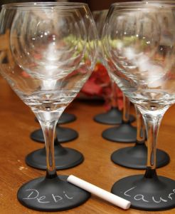 chalkboard paint wine glasses: Dollar Stores, Parties, Chalkboards Paintings, Chalkboard Paint, Chalk Boards, Wine Glasses, Great Ideas, Diy Projects, Wineglass