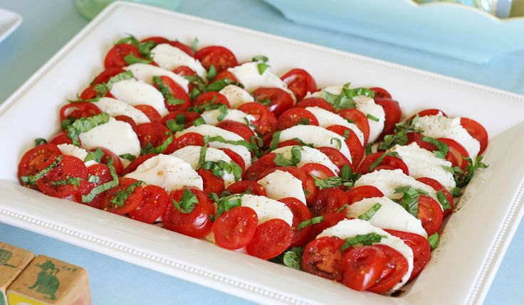 Caprese Salad  (Tomatoes, fresh mozzarella, fresh basil, drizzled with olive oil and balsamic vinegar, dressed with salt and pepper): Olives Oil, Balsamic Vinegar, Caprese Salad, Capr Salad, Vintage Buntings, Glorious Treats, Buntings Baby, Baby Shower