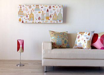 インテリアに使用した布が余ったら、是非パネルにしてみて。 お部屋全体に統一感が生まれて、より一層おしゃれな部屋になりますよ♪