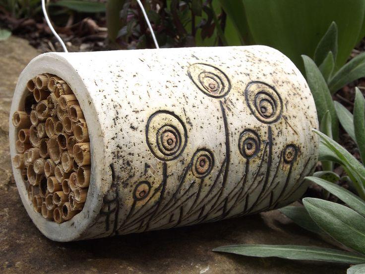 Elfen+Haus+Keramik+Unikat+Bienen+Insektenhotel+Neu+von+Elfenflüstern+®+auf+DaWanda.com