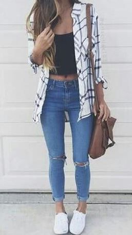 26 Spring Outfits You Need To Copy Right Now This flannel outfit is so cute for spring!