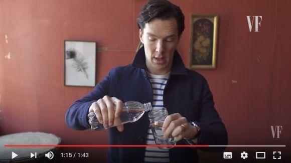 水を使ったトリックが絶妙 実はベネディクトカンバーバッチは手品も得意だったっていう動画