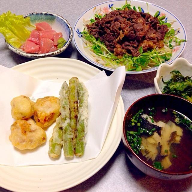 ブリの白子とアスパラの天ぷら、 牛焼肉、 マグロの大トロ、 おかひじきときゅうりとわかめの酢の物、 ヒラメの吸い物 です。 - 16件のもぐもぐ - どれがメインなのかな〜σ(^_^;) by orieueki