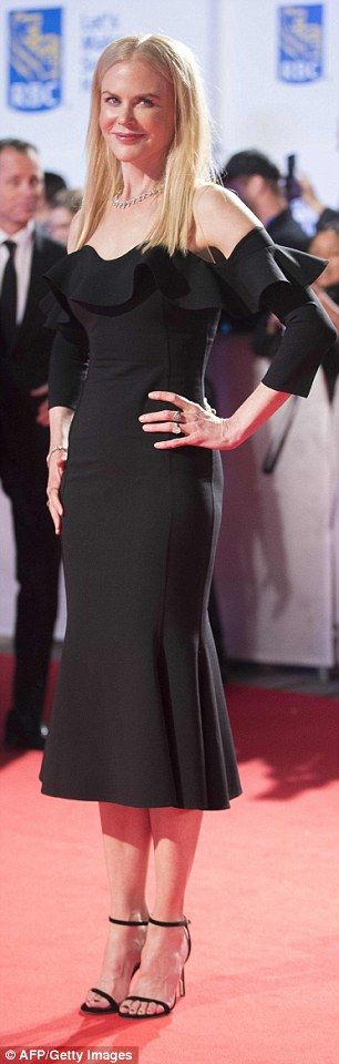 Nicole Kidman wows in off-the-shoulder dress at TIFF | Daily Mail Online