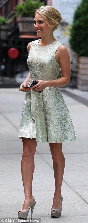 AnnaSophia Robb's dress.. Cute wedding outfit