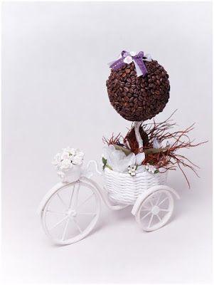 Bicicleta feita com canudos de jornal