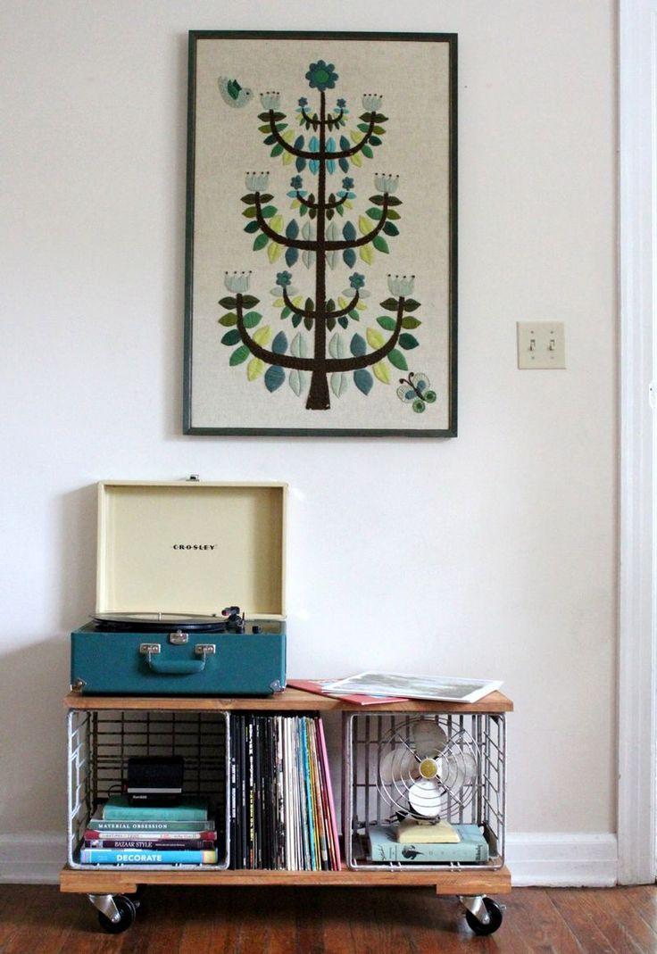 musical benchCabinets Crafts, Records Storage Diy, Wall Hanging, Industrial Records, Diy Industrial, Milk Crates, Beautiful Mess, Records Cabinets, Apartments