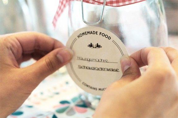 DIY-Tutorial: Etiketten für Flaschen und Gläser  #diy #label #glass #bottle #home #interior #design #deco #homestory