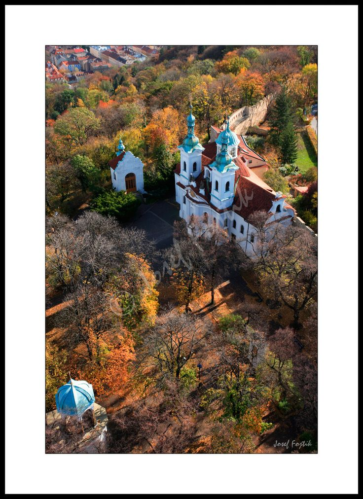 Fotoobraz - Kostel svatého Vavřince z Petřínské rozhledny, Praha, Česká republika. Foto: Josef Fojtík - www.fotoobrazarna.cz - https://www.facebook.com/Fotoobrazarna.cz?ref=hl