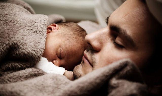 Οι πατέρες περνούν μέχρι τέσσερις φορές περισσότερες γενετικές μεταλλάξεις στα παιδιά τους σε σχέση με τις μητέρες