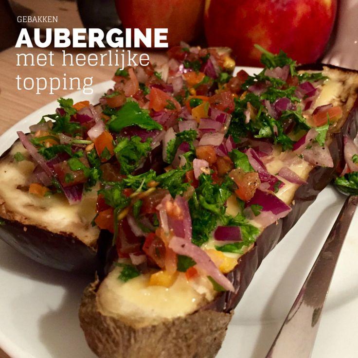 Dit recept is z-a-l-i-g! Aubergines moeten wel een beetje je ding zijn, maar dan nog kan dit recept je niet teleurstellen. De aubergines worden geroosterd in de oven zodat ze wat zachter en zoeter worden. Daarbovenop komt een zoet-zuur sausje met een frisse topping. Heerlijk om met vers brood als voorgerecht te serveren.
