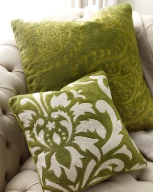 Green, brocade-like throw pillows. Perfect for my living room.: Decor Ideas, Avocado Green, Accent Pillows, Green Accent, Pillows Talk, Colors Green, Decor Pillows, Accent Decor, Green Pillowsi