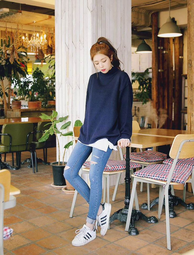 #MerongShop winter daily 2016 style | blue sweater, white shirt, light skinny jeans, Adidas superstars