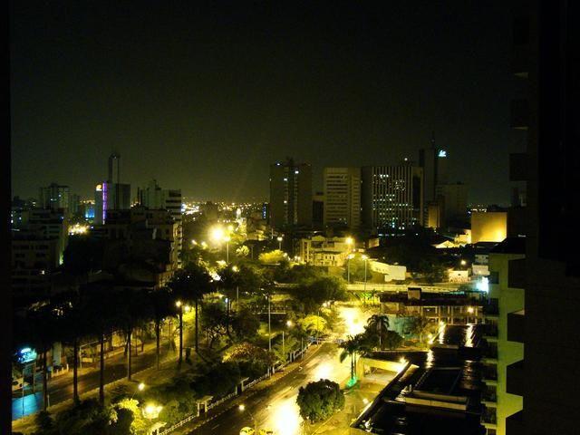 Rio Cali y Avenida Colombia, vista nocturna.