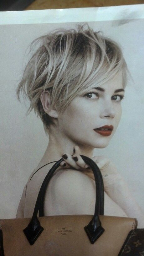 I looooove her pixie cut and the way it's styled here :)