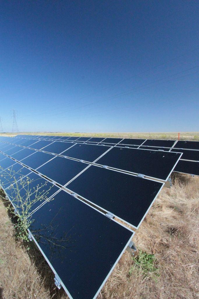 Renewable Solar Energy Xcel Energy Solar Farm Making The Decision To Go Environment Fri Advantages Of Solar Energy Solar Energy For Home Solar Energy Panels