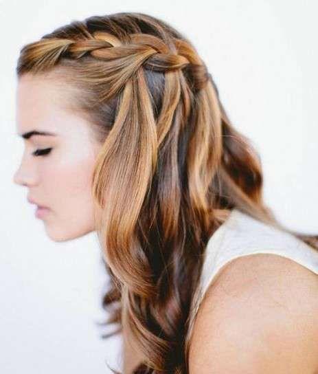 Peinados de novia con el pelo suelto 2015: Fotos de los looks - Pelo con trenza