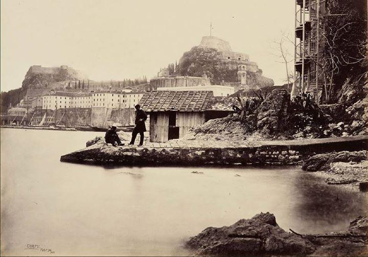 Corfu, Greece Στα Μπάνια Αλέκου το 1862 με φόντο το Παλαιό Φρούριο - Από τη συλλογή του Χρήστου Πέτρου   Πηγή: www.corfuland.gr