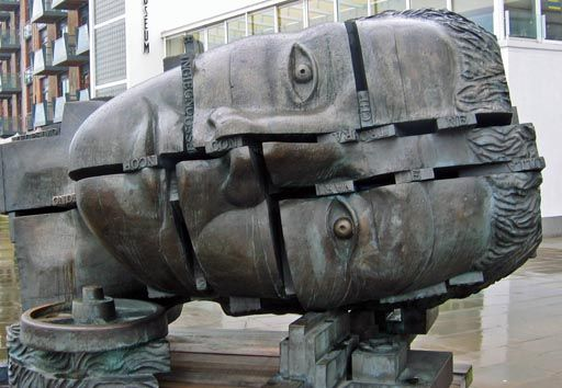 eduardo paolozzi - head outside Design Museum, London