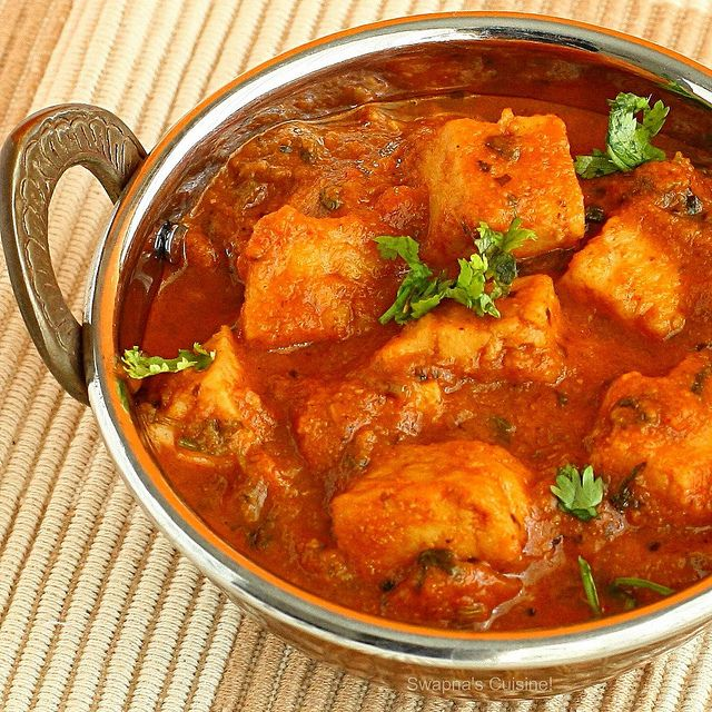 Paneer Tomato Curry / Cottage Cheese in Tomato Gravy by swapnaz, via Flickr