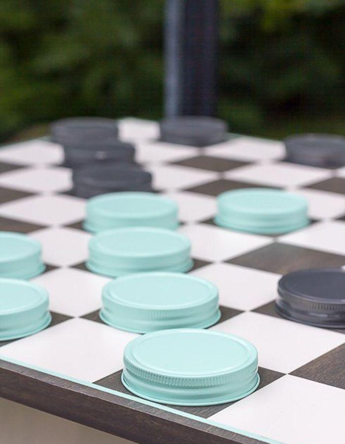 Testen Sie Ihre Fähigkeiten mit diesem Outdoor-Schachspiel auf Ihrem Hochzeitsempfang im Freien!