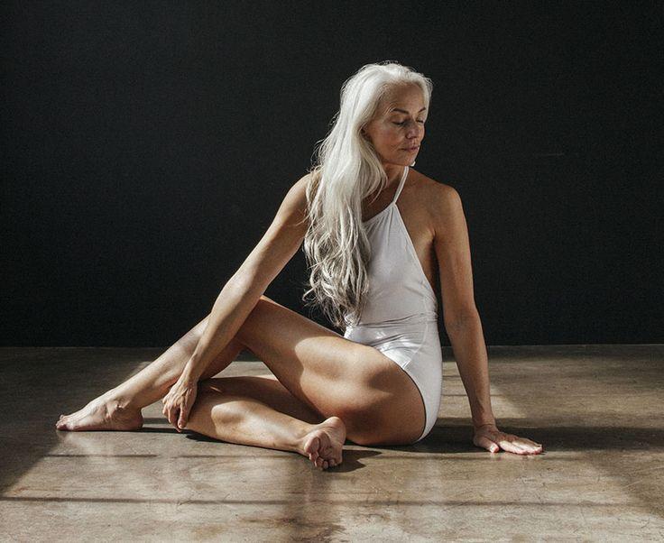 Quand Yasmina Rossi, mamie mannequin de 61 ans, pose en maillot de bain - https://www.2tout2rien.fr/quand-yasmina-rossi-mamie-mannequin-de-61-ans-pose-en-maillot-de-bain/
