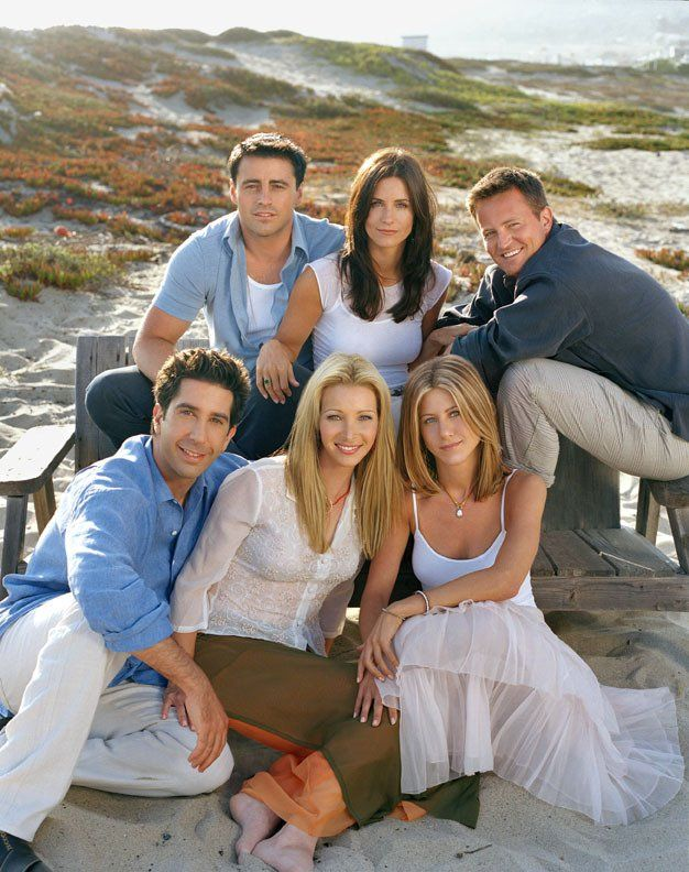 Jennifer Aniston, Courteney Cox, Lisa Kudrow, Matt LeBlanc, Matthew Perry and David Schwimmer in Friends (BEST TV SHOW IN THE WORLD) they are all beauteous <3