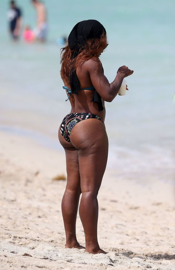 Dat a serena williams bares big beautiful booty on the beach in miami
