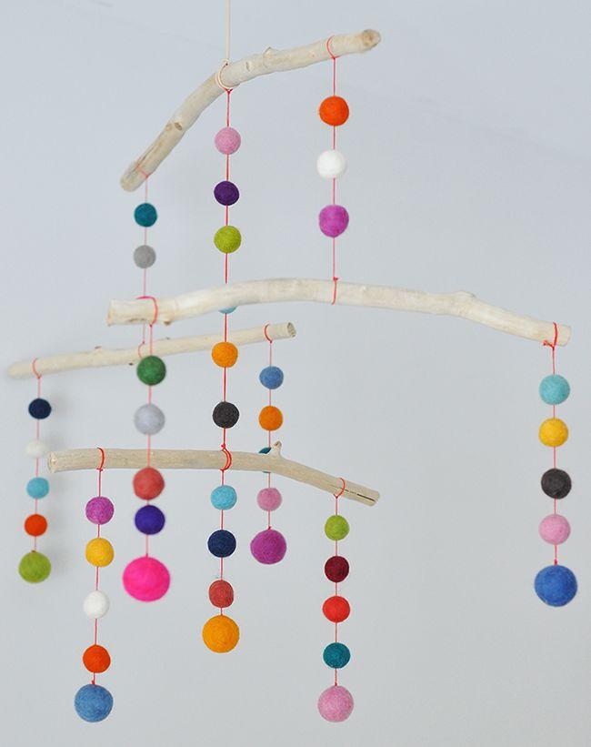 DIY: Guirnalda de bolas de fieltro de colores | Decoración