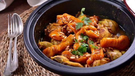 Tajín de pollo con albaricoques (Tajin bel djaj) - Najat Kaanache - Receta - Canal Cocina