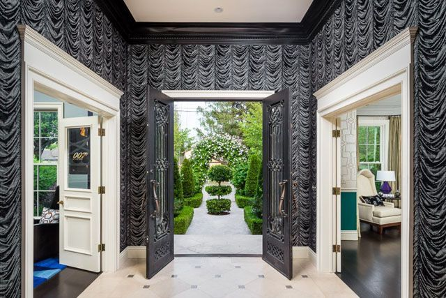 Mark Zuckerberg's Sister's House Is NOT What You'd Expect  #refinery29  http://www.refinery29.com/randi-zuckerberg-home#slide-2  Talk about a grand entrance. How amazing is this moody foyer?