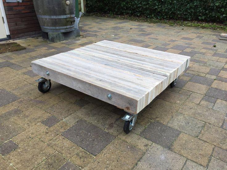 Salon tafel 100x100x25cm) met zwenkwielen