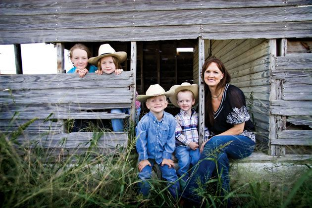 I love the Pioneer Woman's blog.  Her humorous perspective of life on a working ranch makes me smile.  Her recipes are delicious :)