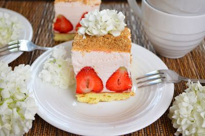 Aga w kuchni: Ciasto- biszkopt, truskawki i pianka