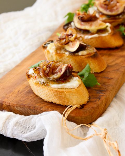 Fig & Caramelized Shallot Crostini - paired with Rioja wine | ShesCookin.com