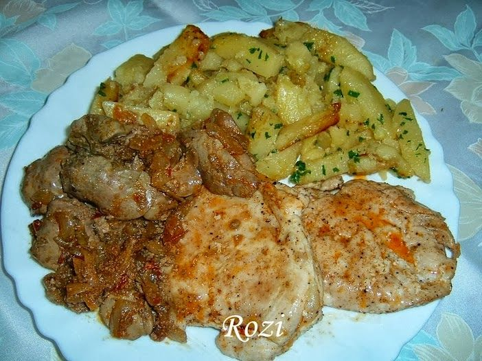 Rozi erdélyi,székely konyhája: Sült csirkemell,hagymás csirkemájjal