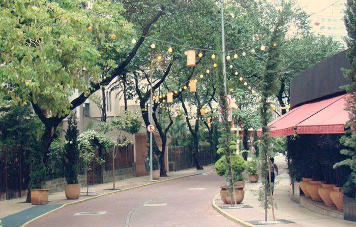 Rua Avanhandava Um dos pontos mais românticos da cidade (principalmente a noite) a Rua Avanhandava foi toda revitalizada por Walter Mancini, que teve o cuidado de transformar o ambiente em um lugar fofo e seguro, bem no centro da cidade. Por lá você encontra lojas e restaurantes de todos os gostos. Endereço: Rua Avanhandava, Centro