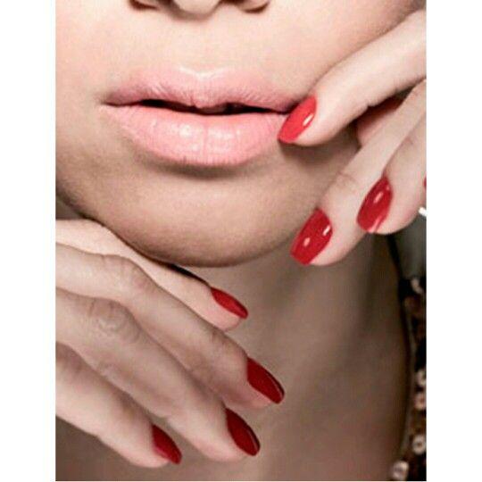 Saiba quando usar #esmaltes #vermelhos. Você gosta?    Saíba quando usar: http://bit.ly/1wEn6LG    Facebook: http://on.fb.me/1otglf5    #manicure #pedicure #decorated #nails and #nail #polishes #red