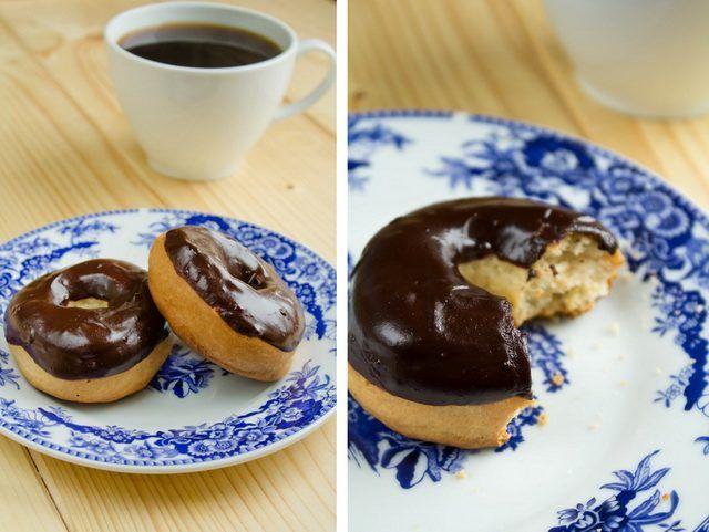 Печеные пончики к чаю | Это конечно не совсем настоящие пончики.Но эти псевдо-пончики на самом деле очень вкусные бублики глазированные шоколадом