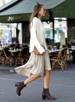 Silvia Garcia + ultimate 'comfy chic' style + cosy cream sweater + pleated midi skirt + Chelsea boots + Keep the colour palette neutral + Silvia's aesthetic!   Boots: Clarks, Sweater: Sézane, Skirt: Zara, Jacket: Levi's, Brooch: Chanel, Bag: Chloè.