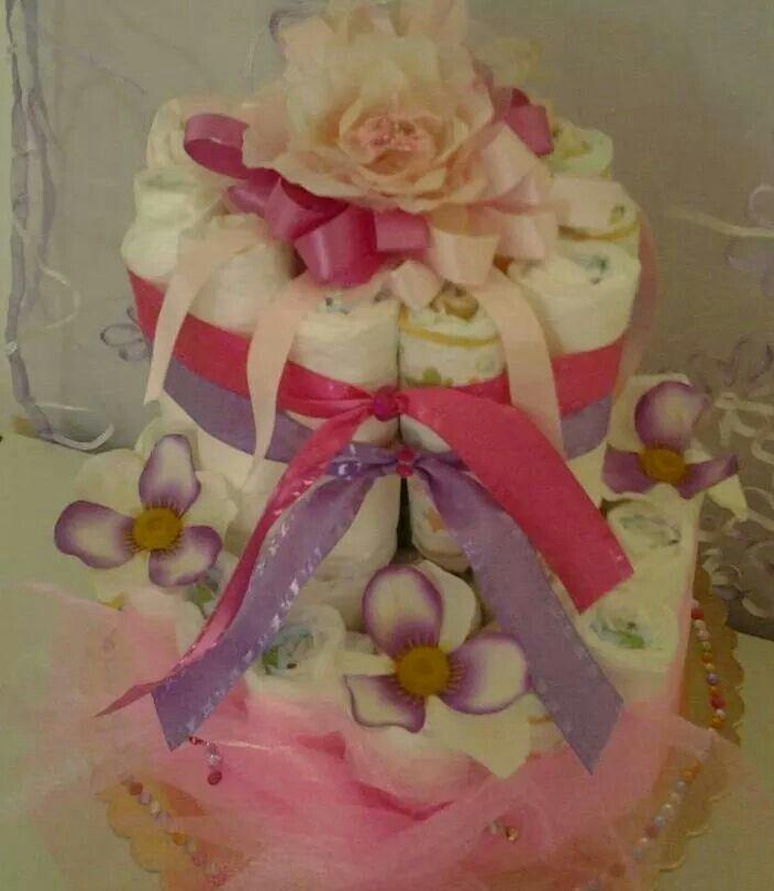 Torta pannolini con nastri e fiori...