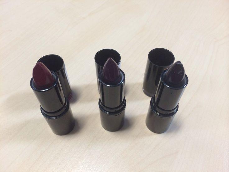 Makeup Revolution The Vamps Collection lipstick review http://venturerkerrylouise.blogspot.com/2014/09/makeup-revolution-lipstick-vamps.html