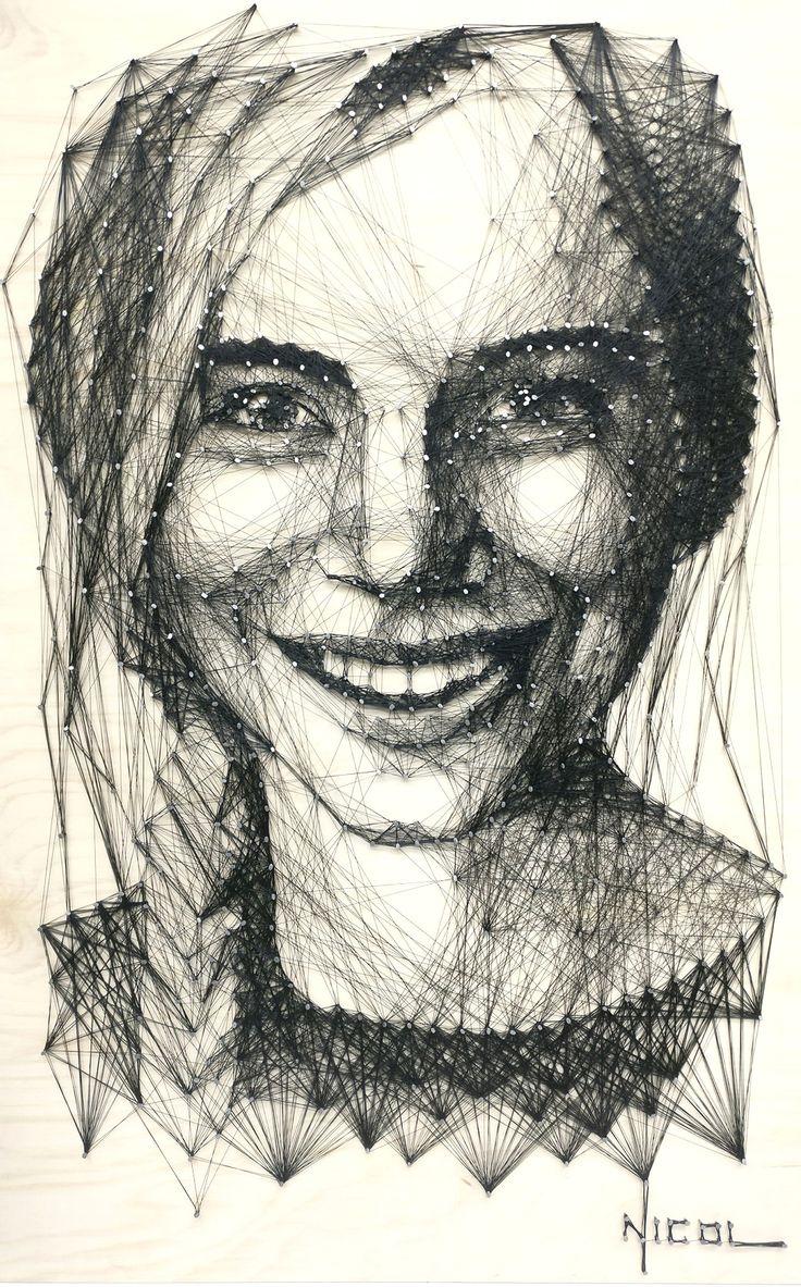 """Nicoleta VACARU   Pictoriță   """"Visez ca lucrările mele să fie prezente oriunde în lume şi eu să pot fi oriunde îmi doresc"""""""