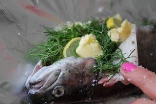 FOOD BY SKADBORG SVARE: Grillet dampet forel med krydderurter, smør og cit...