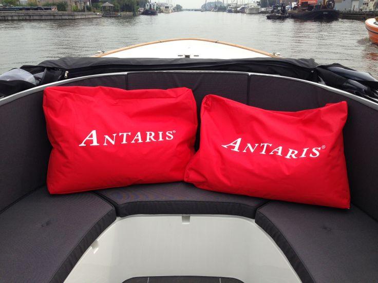 rode kussens voor boot / sloep of tuin www.antarissloepen.nl
