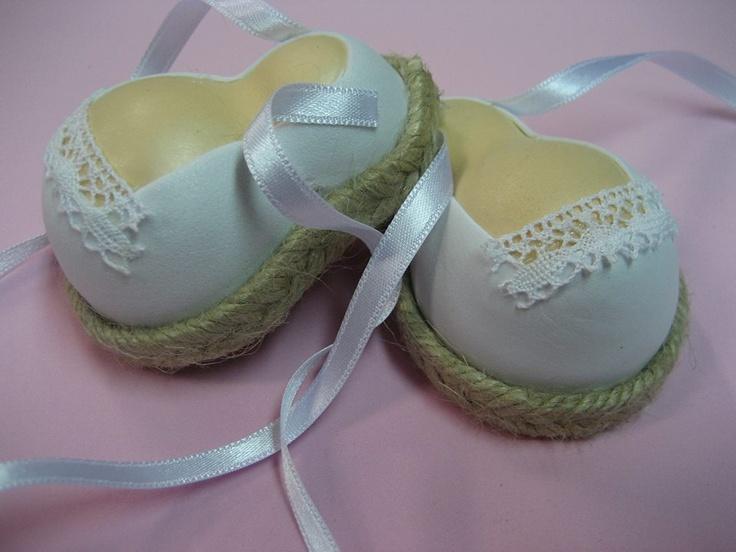 Sandalias blancas en Goma Eva para fofuchas.