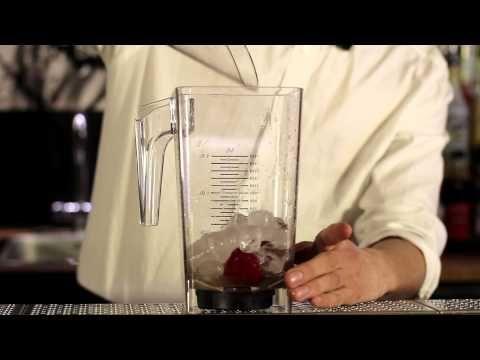 http://www.daiquiri-opskrift.dk/  Det er de cubanske bartendere vi har at takke for at vi en varm sommerdag kan slukke tørsten med de lækre cocktails Mojito og Daiquiri. Det er denne Daiquiri som efterfølgende har udviklet sig til en Strawberry Daiquiri, som i Danmark hurtigt er blevet populært, især blandt kvinderne.    Hæld jordbærne sammen med i...